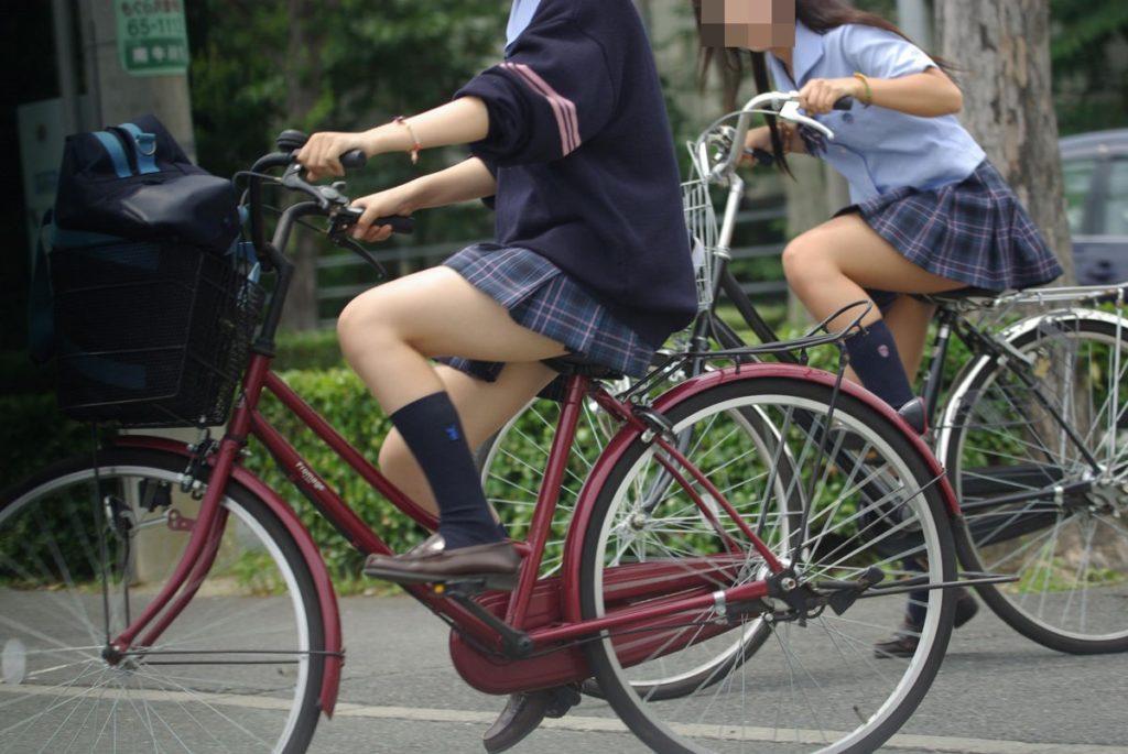 自転車通学中のJK娘の盗撮エロ画像30枚・12枚目の画像