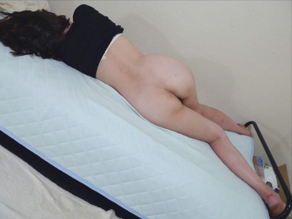 マンコ見え不可避!お尻丸出しで寝てる素人リベンジポルノエロ画像32枚・23枚目の画像