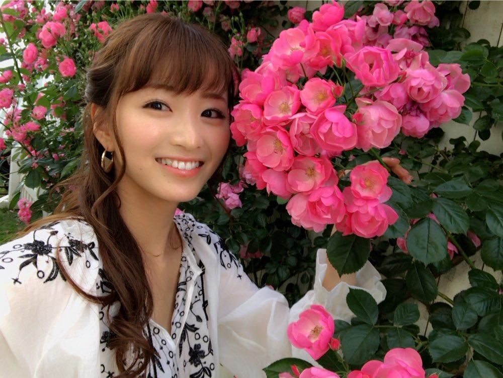 岡崎紗絵(21)のスレンダー美乳ボディが抜ける初水着グラビアエロ画像30枚・24枚目の画像