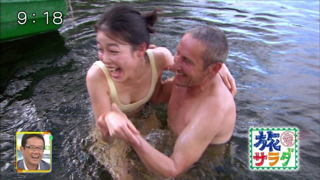 旅サラダガールズ・吉倉あおい(22)の胸チラエロ画像36枚・24枚目の画像