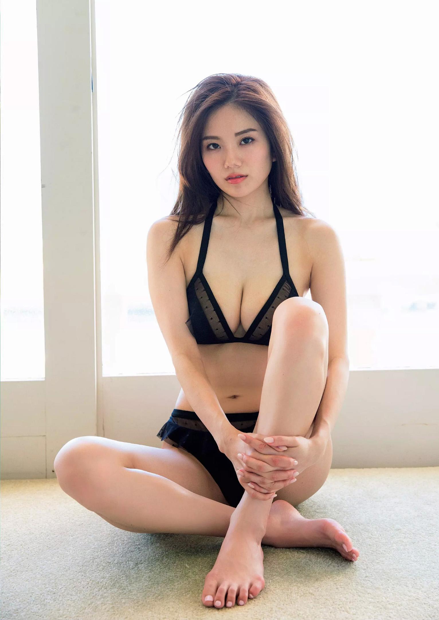伊東紗冶子(23)Gカップキャスターの水着グラビア画像128枚・96枚目の画像