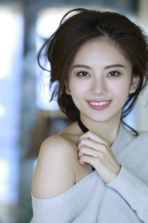 伊東紗冶子(23)Gカップキャスターの水着グラビア画像128枚・103枚目の画像