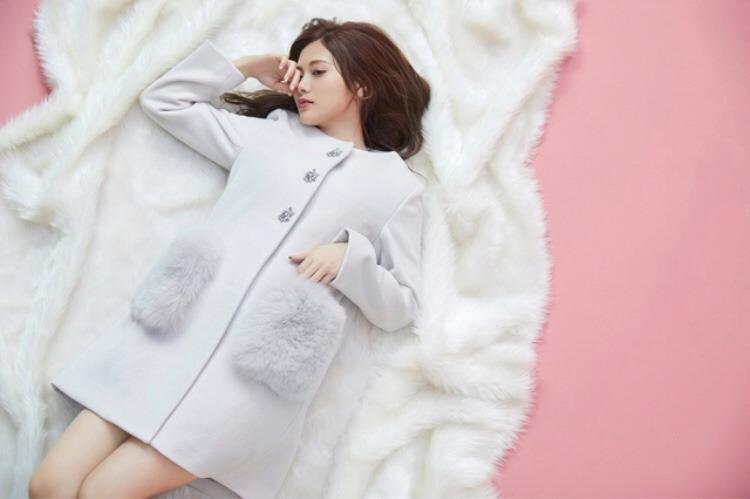 白石麻衣の最新グラビアエロ画像19