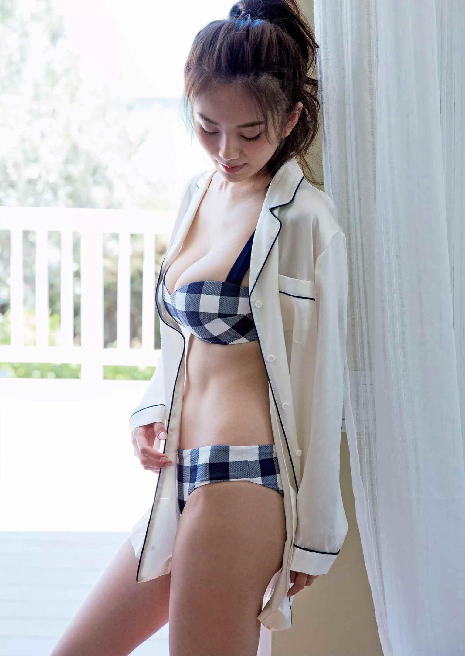 伊東紗冶子(23)Gカップキャスターの水着グラビア画像128枚・108枚目の画像
