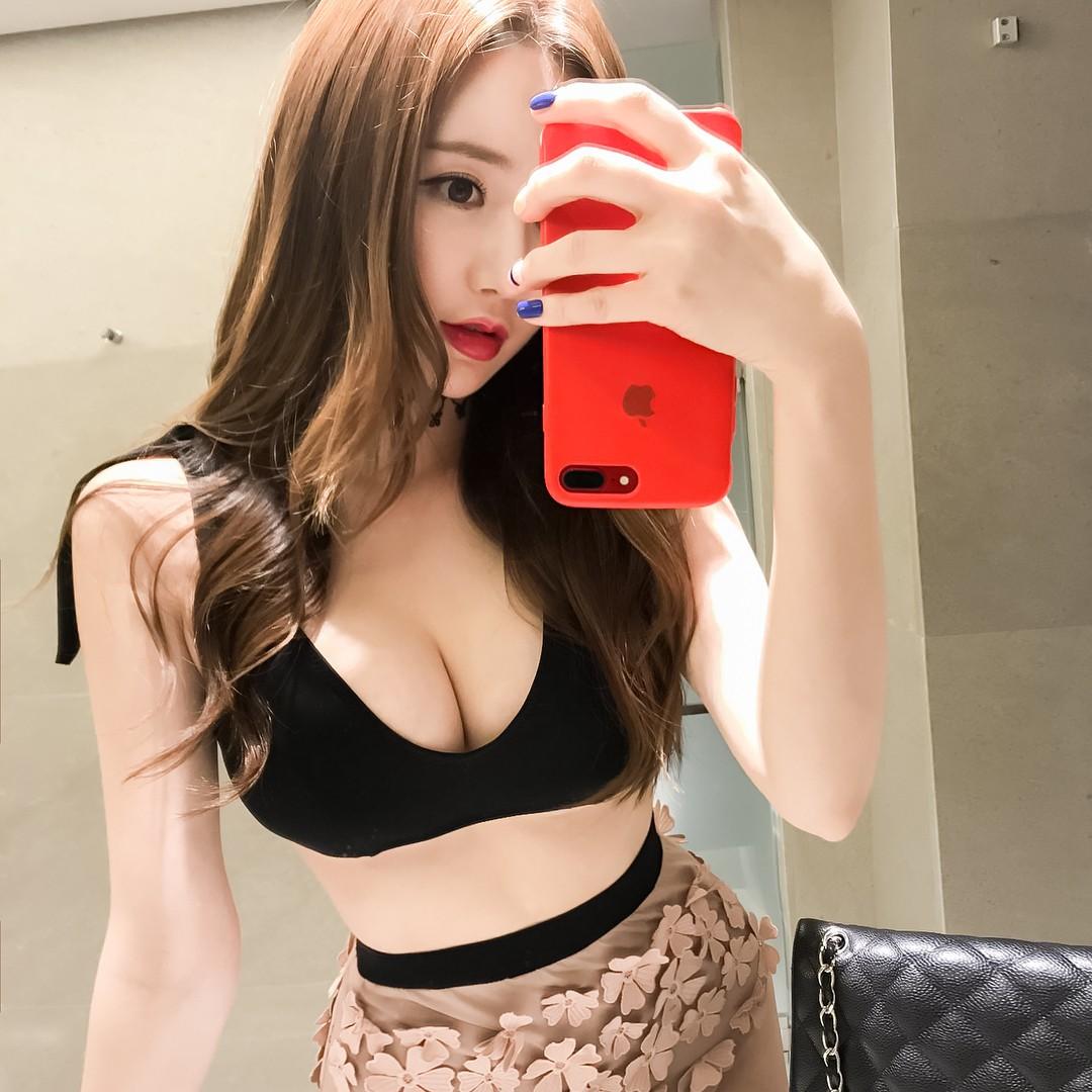 豊胸万歳!韓国美女の着衣巨乳&インスタ自撮りエロ画像97枚・43枚目の画像
