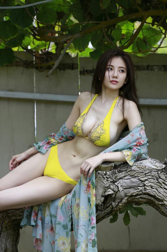 伊東紗冶子(23)Gカップキャスターの水着グラビア画像128枚・123枚目の画像