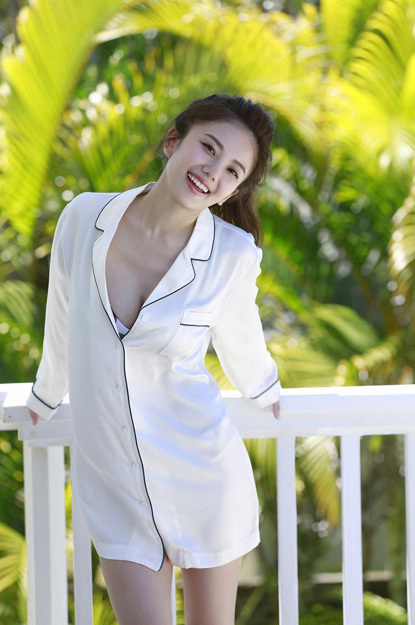伊東紗冶子(23)Gカップキャスターの水着グラビア画像128枚・138枚目の画像