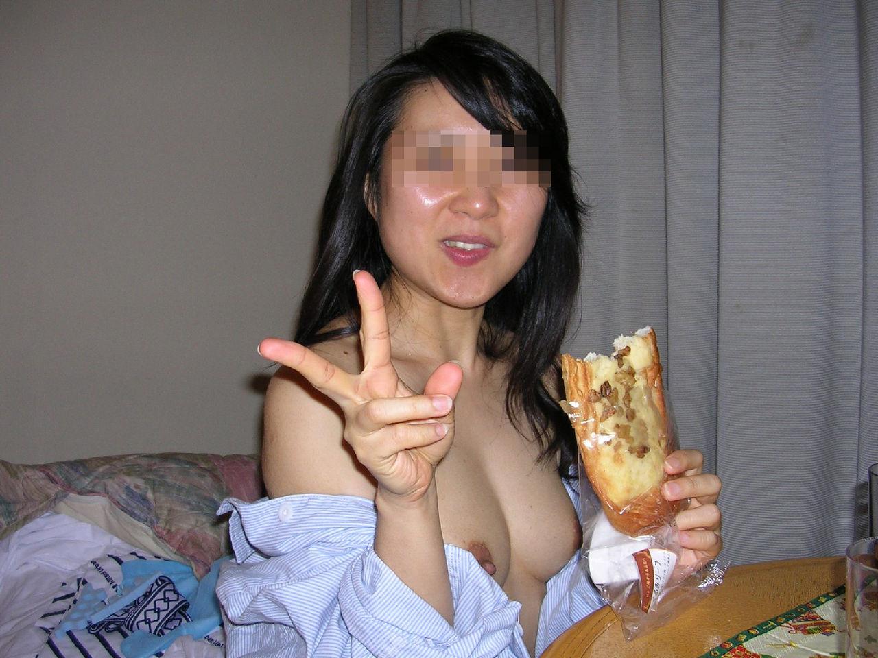 下品でエロい欲求不満素人娘のおふざけエロ画像50枚・55枚目の画像
