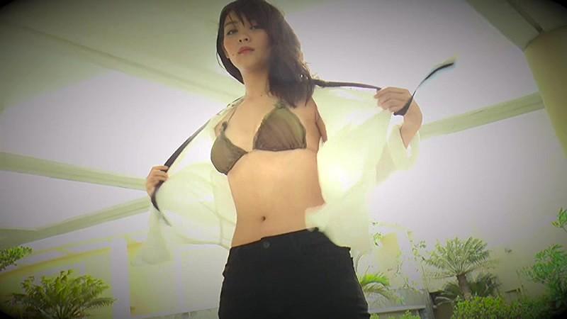 里々佳(22)Eカップ巨乳美女の水着グラビアエロ画像160枚・84枚目の画像
