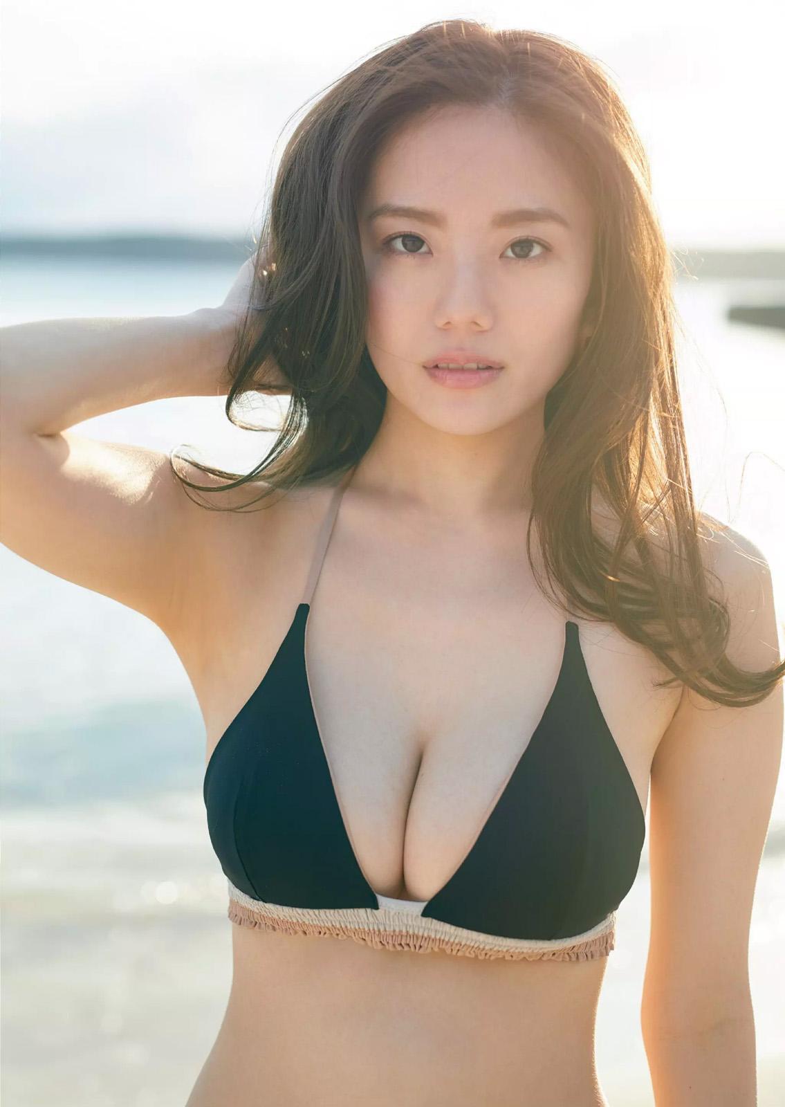 伊東紗冶子(23)Gカップキャスターの水着グラビア画像128枚・8枚目の画像