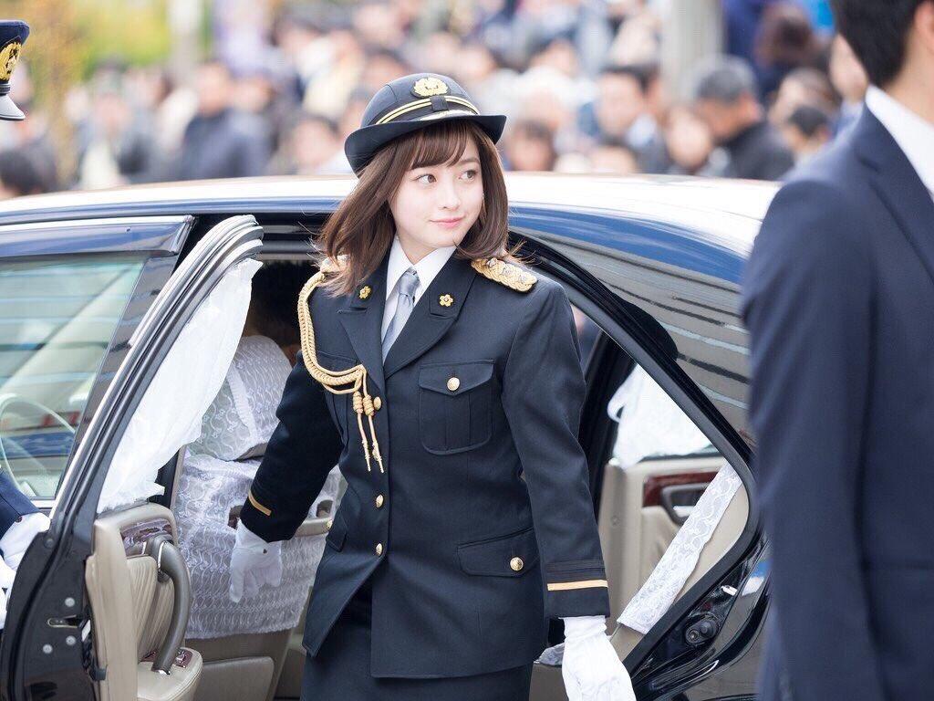 橋本環奈の1日警察署長姿のエロ画像004