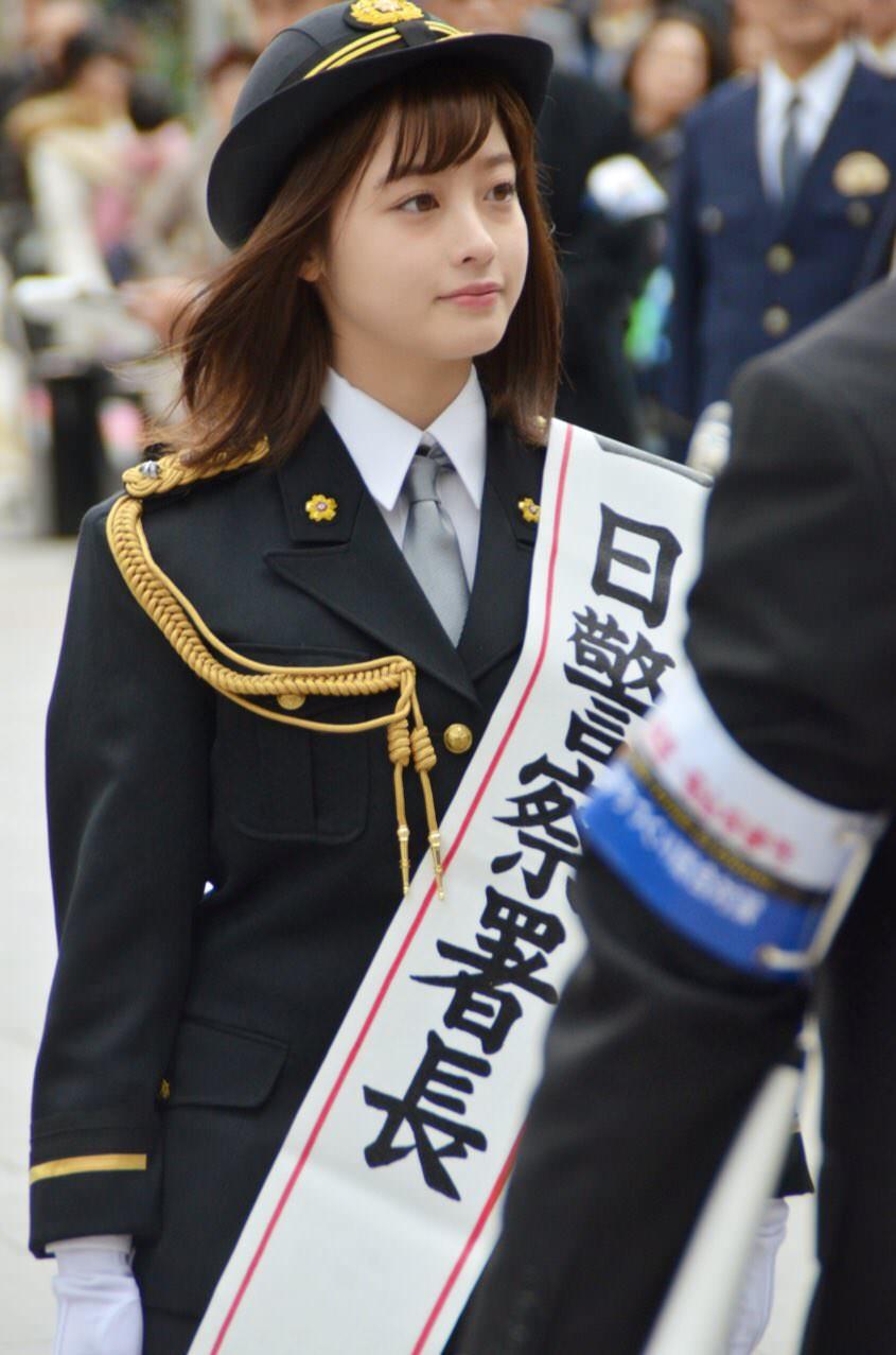 橋本環奈の1日警察署長姿のエロ画像005