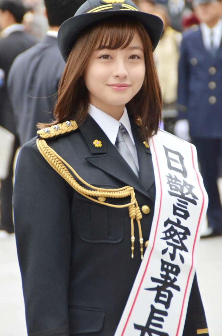 橋本環奈の1日警察署長姿のエロ画像011