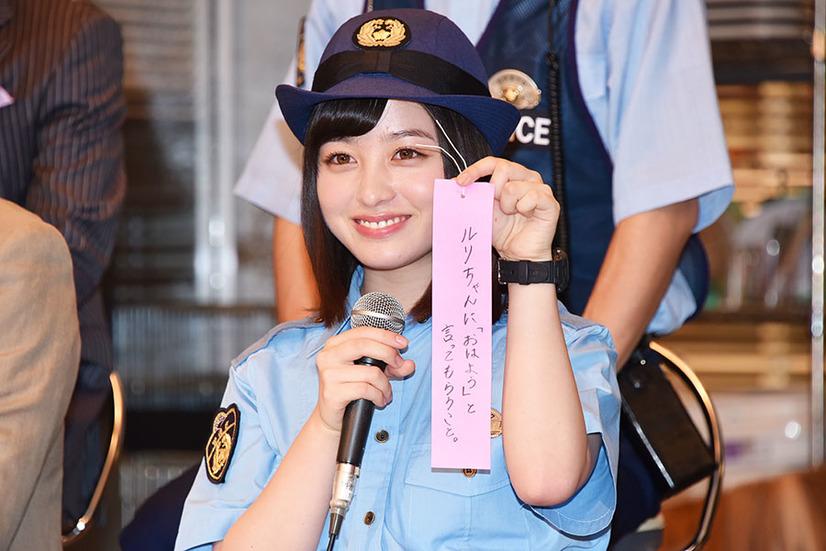 橋本環奈の1日警察署長姿のエロ画像014