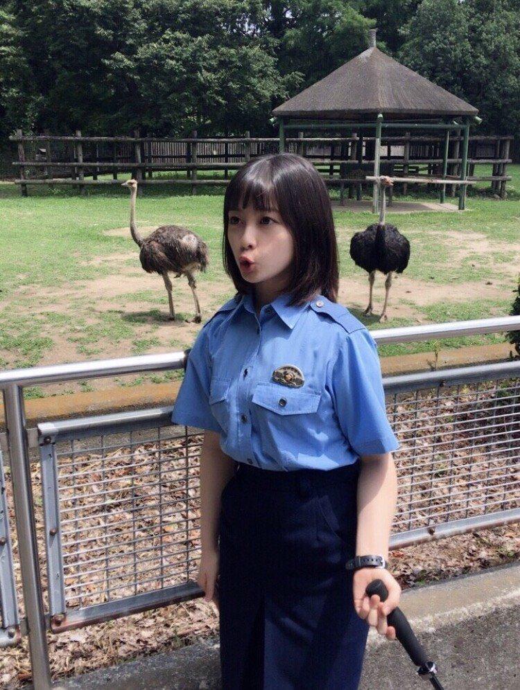 橋本環奈の1日警察署長姿のエロ画像021