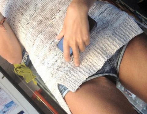 ショーパン履いた素人娘の生足美脚がけしからんエロ画像30枚・1枚目の画像