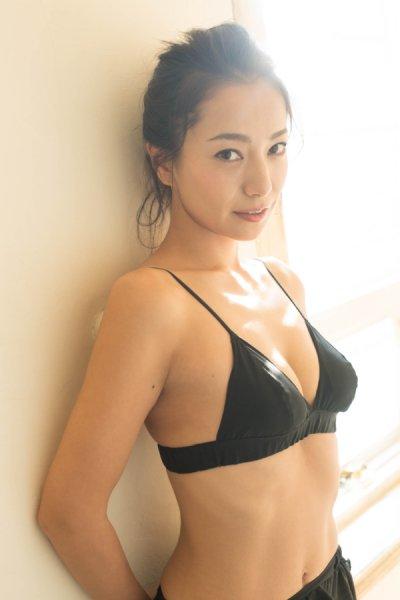 三船美佳(35)の背中ヌードや抜ける水着グラビアエロ画像65枚・6枚目の画像