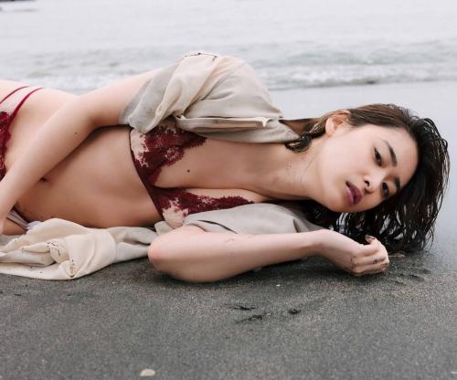 柳美稀の最新水着グラビアエロ 画像013
