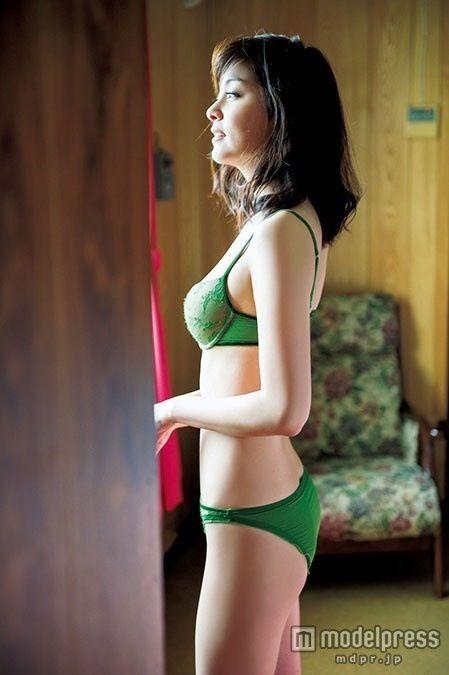 石橋杏奈(25)の最新写真集の水着姿も拝めるエロ画像53枚・18枚目の画像