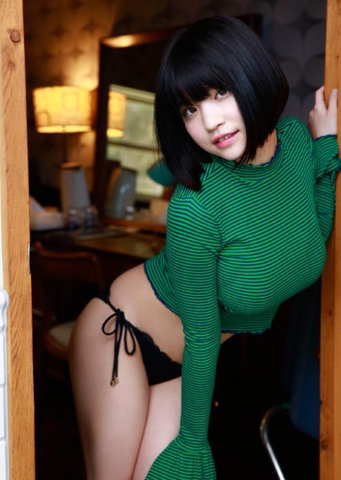 根本凪(19)GカップJKアイドルの水着グラビアエロ画像90枚・12枚目の画像