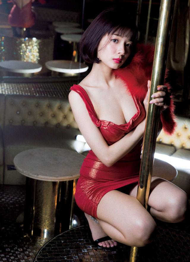 岡田紗佳(25)のパ○チラや胸チラ、水着グラビア画像175枚