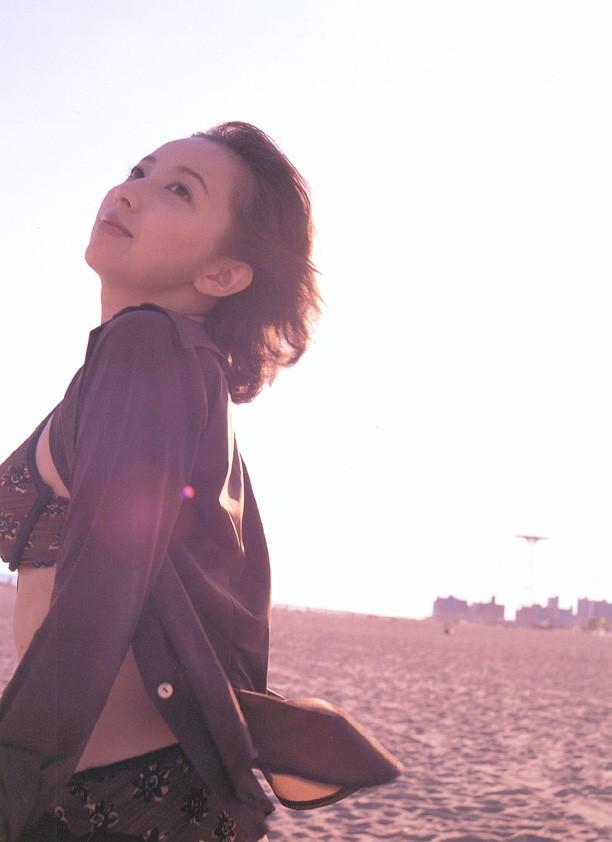 高橋由美子の若かりし頃のお宝グラビアエロ 画像082