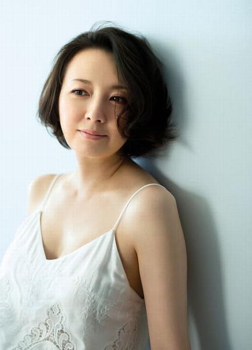 高橋由美子の熟女グラビアエロ画像003