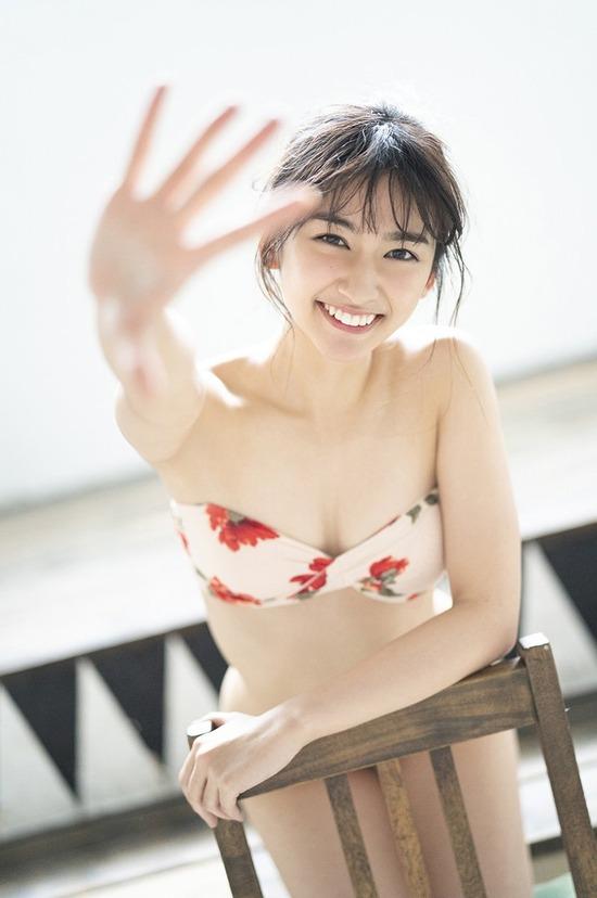 小泉遥(22)の水着グラビアが抜ける画像30枚
