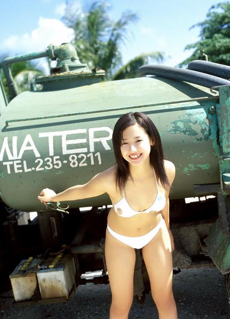 沢尻エリカの若かりし頃の水着グラビア画像63