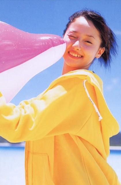 沢尻エリカの若かりし頃の水着グラビア画像70