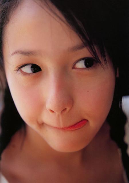 沢尻エリカの若かりし頃の水着グラビア画像77