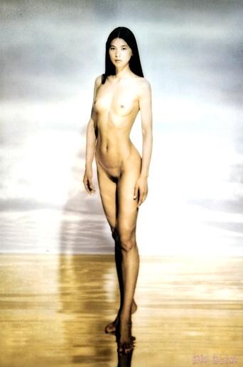 江角マキコのモデル立ちのヘアヌード画像