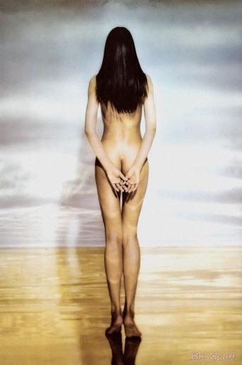 江角マキコのお尻の割れ目丸見え背面ヌード画像