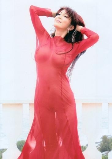 叶美香のスケスケ赤ドレス姿のヘアヌード画像1