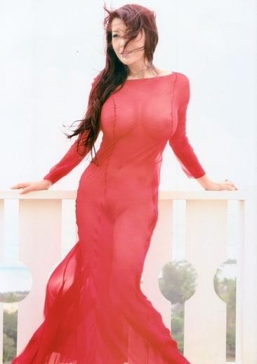 叶美香のスケスケ赤ドレス姿のヘアヌード画像2