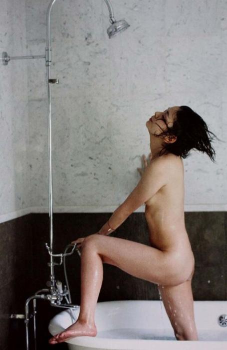 田畑智子の横アングルヌード画像