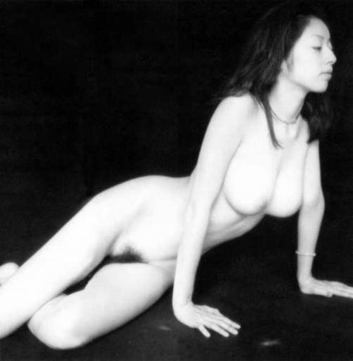 高岡早紀の白黒ヘアヌード画像5