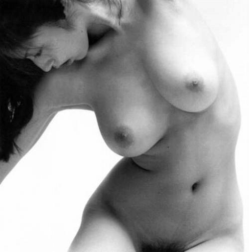 高岡早紀の白黒ヘアヌード画像9