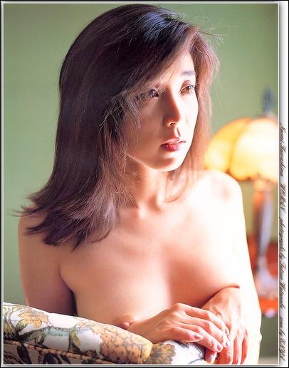 川島なお美の乳首チラ見えヌード画像