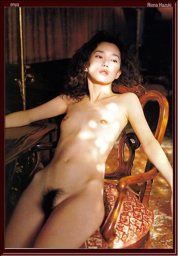 葉月里緒奈の椅子に座ったヘアヌード画像