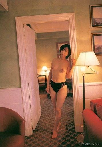 川上麻衣子の上裸おっぱいヌード画像