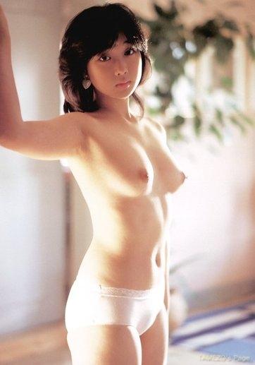 川上麻衣子のパンイチ上裸ヌード画像