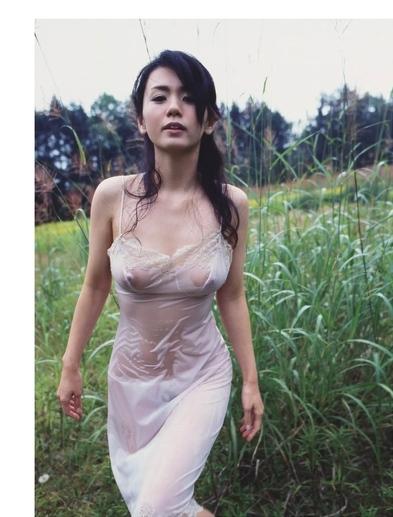 小島可奈子の野外着衣透けヘアヌード画像