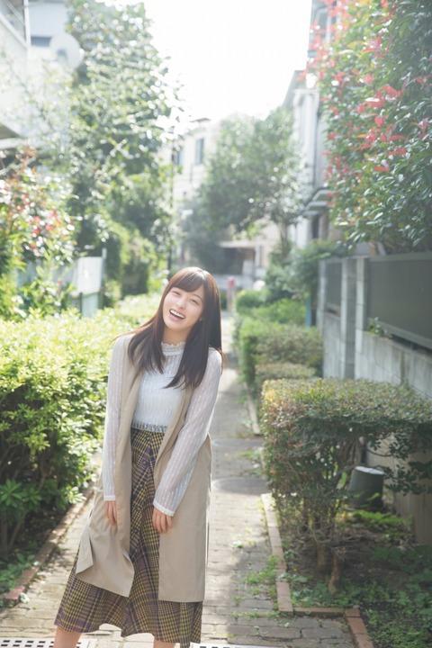 橋本環奈の週刊誌のグラビアエロ画像019
