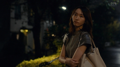 新垣結衣のベッド・キスシーンエロ画像001