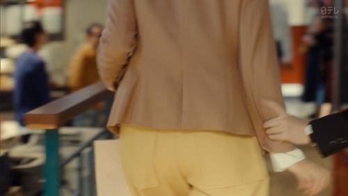 新垣結衣のベッド・キスシーンエロ画像033