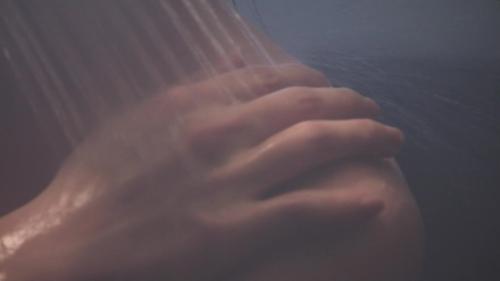 倉科カナの全裸シャワーシーンエロ画像009