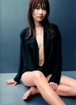 長谷川京子(40)のセミヌード、水着、乳首濡れ場画像等85枚