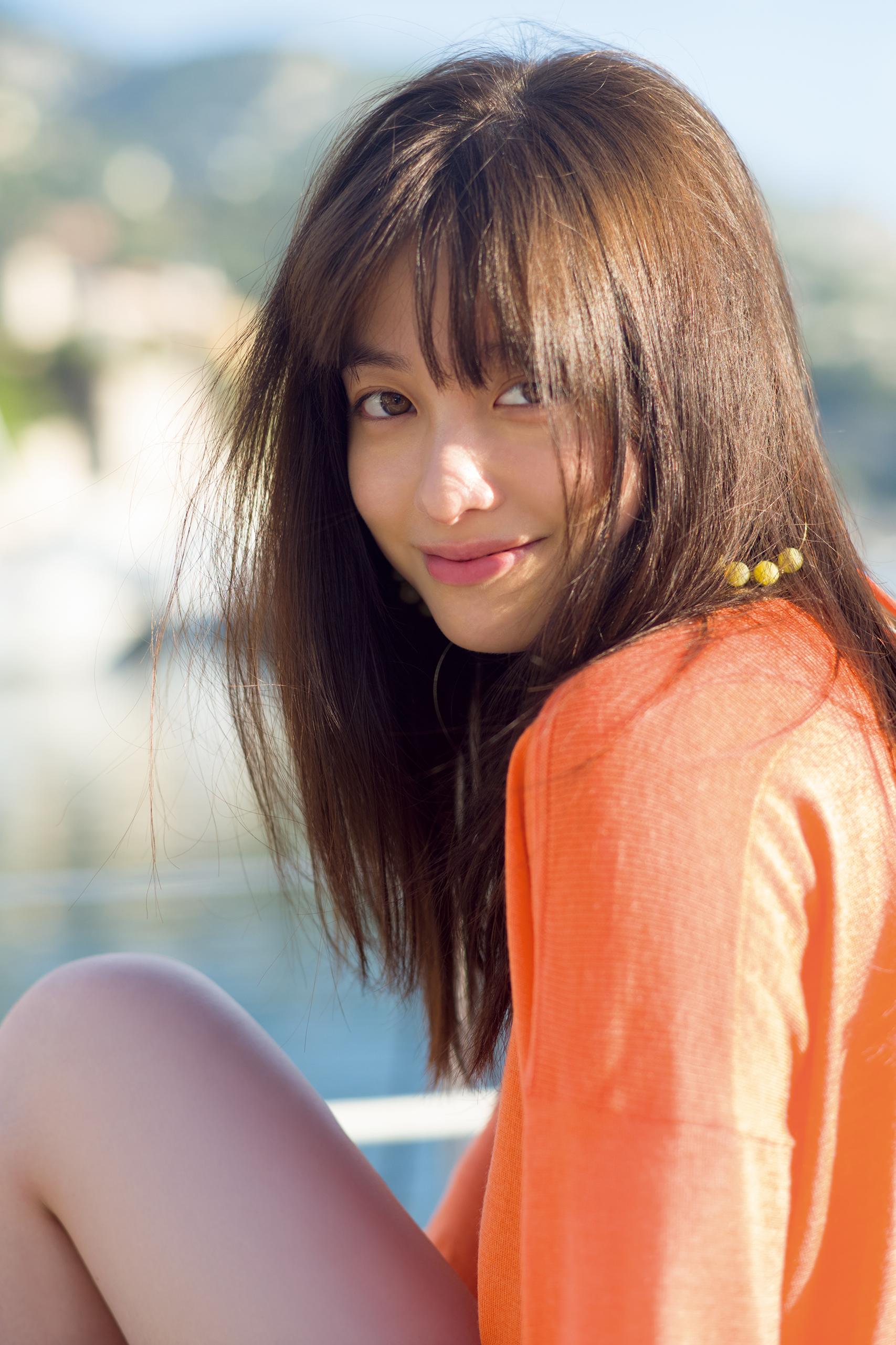 橋本環奈のセカンド写真集『NATUREL(ナチュレル)』エロ画像002