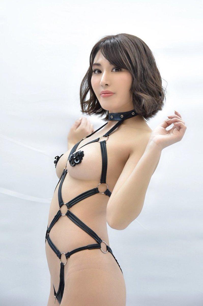金子智美の過激グラビアエロ画像007